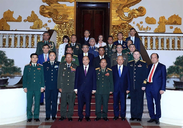PM Phúc receives foreign military leaders