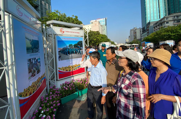 Photo exhibition features Vietnamese soldiers