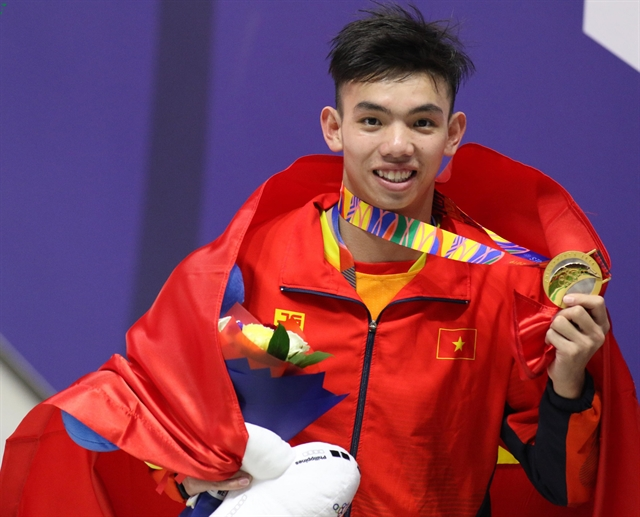 Swimmer Hoàng sets record Thành wins double