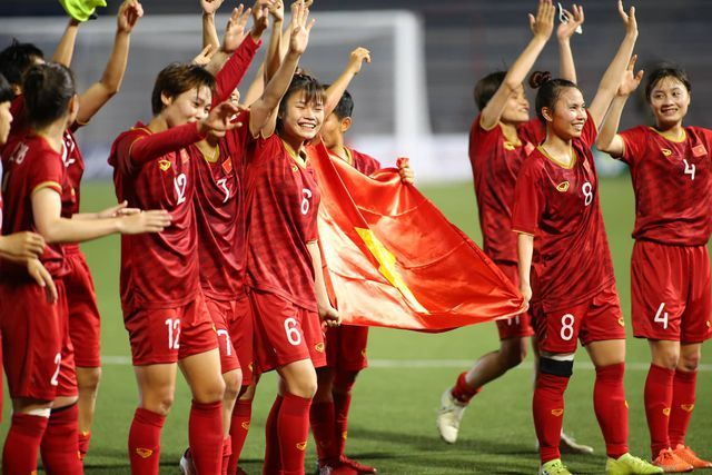 Việt Nam female team awarded big for SEA Games title