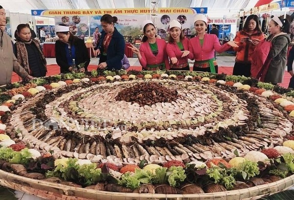 Festival showcases Hòa Bình Provinces traditional food and handicrafts