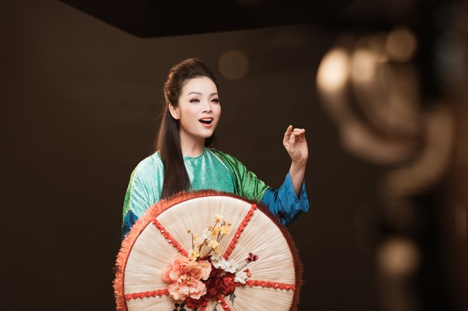 Singer dedicates concert to traditional music