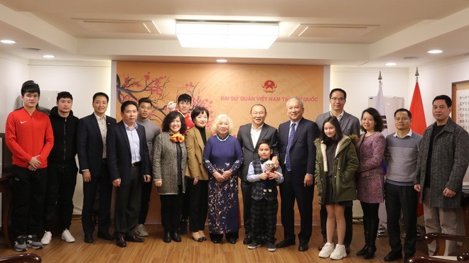 Park Hang-seo meets Vietnamese supporters in Seoul