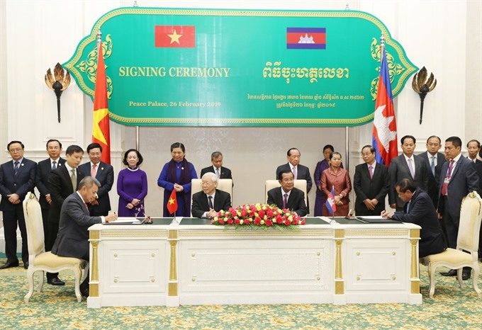 Vietnam Airlines and Cambodias Ministry of Tourism ink co-operation agreement