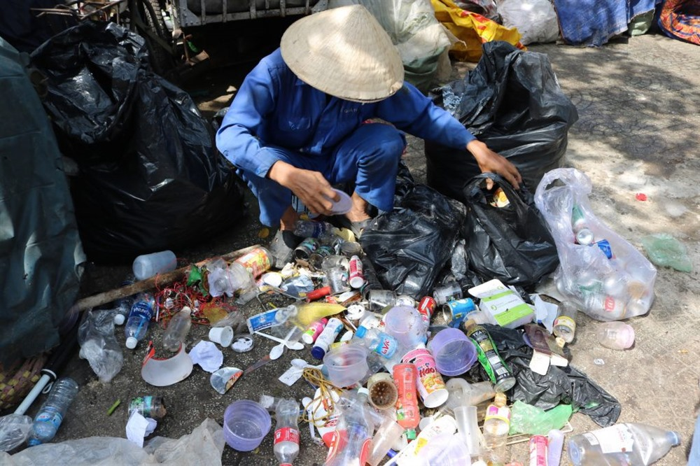 City okays project to help private garbage collectors