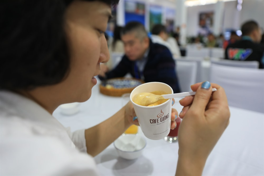 Through the lens: Hà Nội entertains international journalists with local specialities