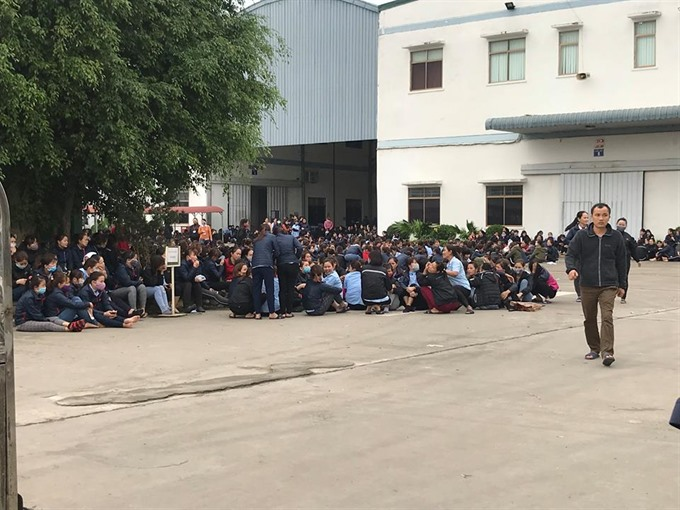 Thousands of Nghệ An garment workers protest allowance cuts