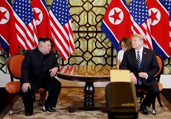 Trump Kim begin second working day