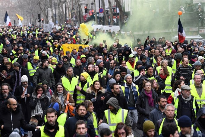 French MPs approve anti-rioters bill amid protests