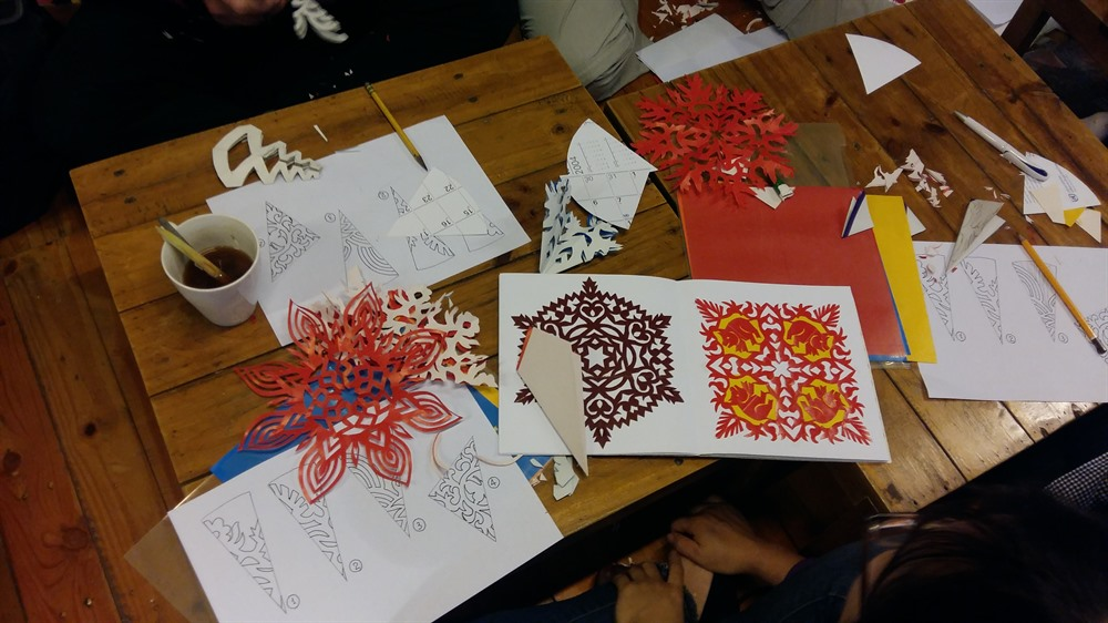 FVH paper cutting workshop on hanging decorations