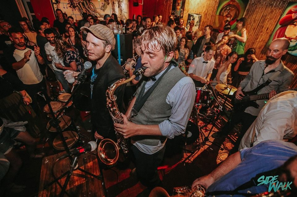 Hanoing Jazz Band brings 1940s vibe to HRC