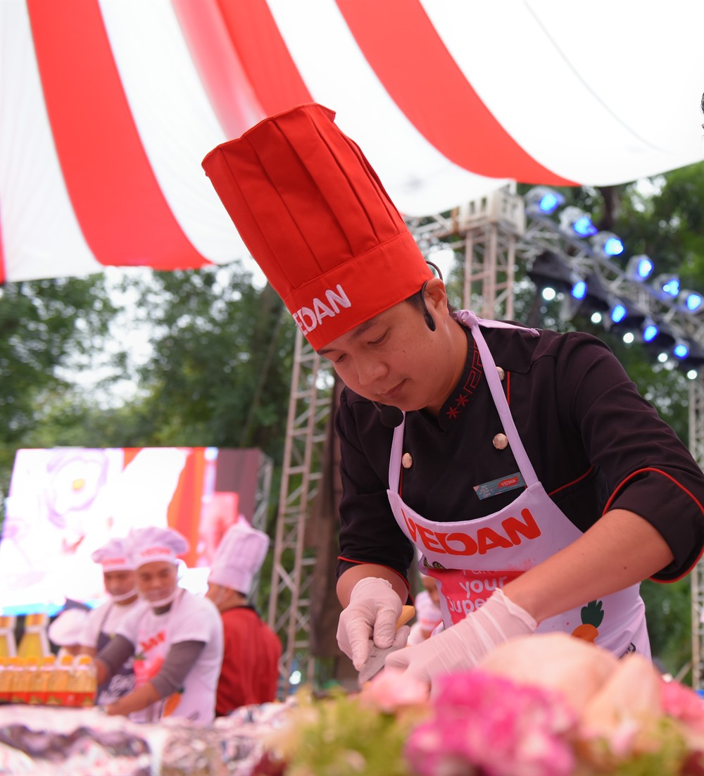 Master Chef cooks in Hà Nội