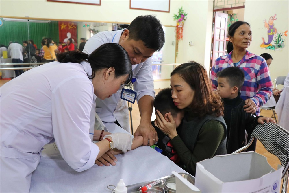 Bắc Ninh parents rush to Hà Nội for pig tapeworm tests