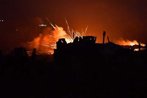 Syria force says thousands still inside last IS pocket
