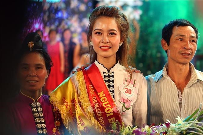 Thai woman crowned Miss Ban Flower