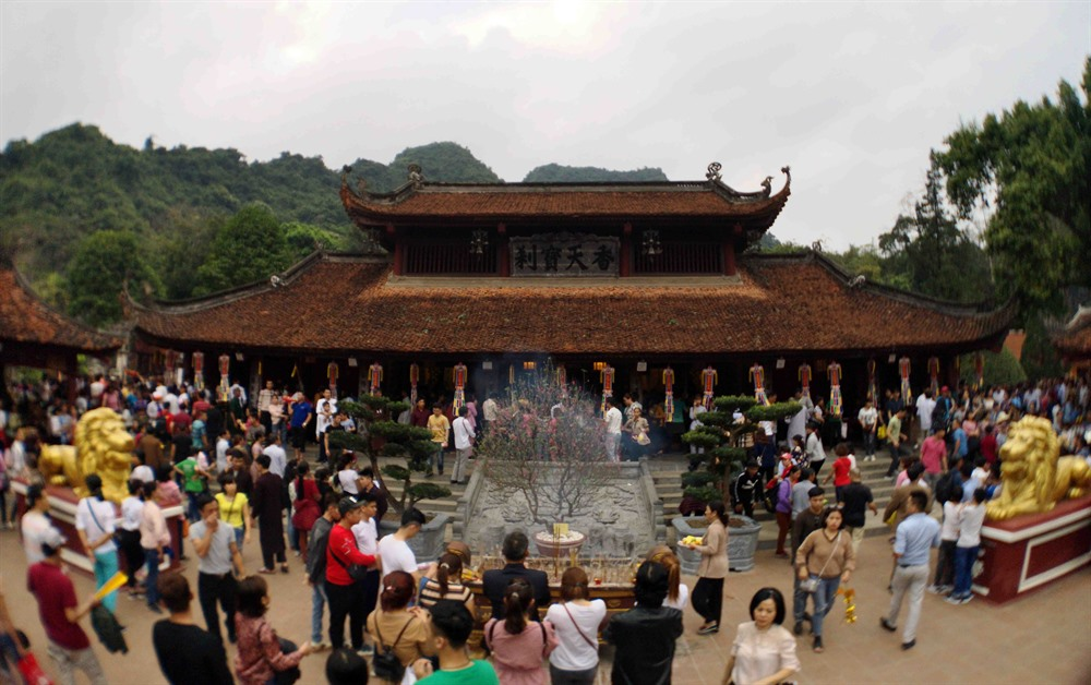 Hương Pagoda Festival attracts 1 million visitors