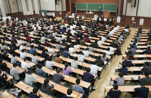 Education ministry to look into case of absent students at Japanese university