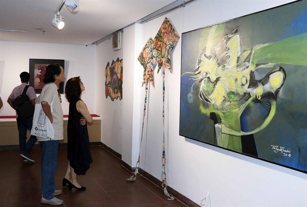 Bridge paintings exhibition opens in Đà Nẵng