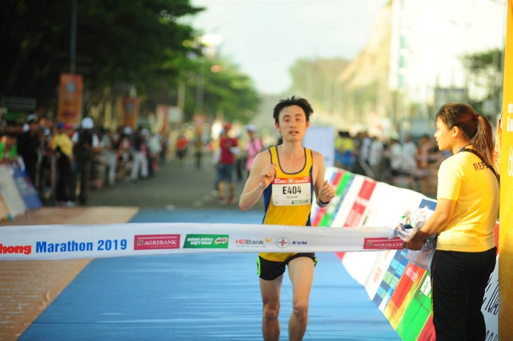 Anh wins fifth Tiền Phong Marathon title