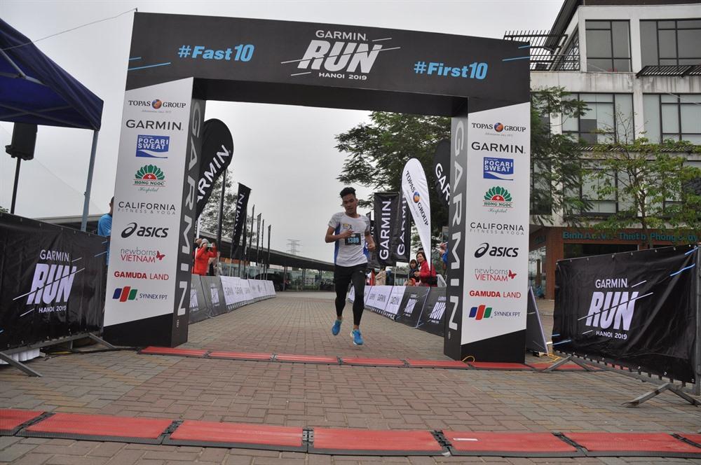 Đức wins Garmin Run Hanoi 2019