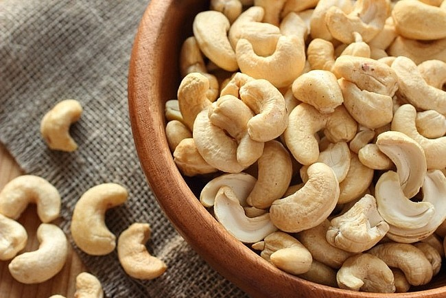 Cashew prices continue to drop