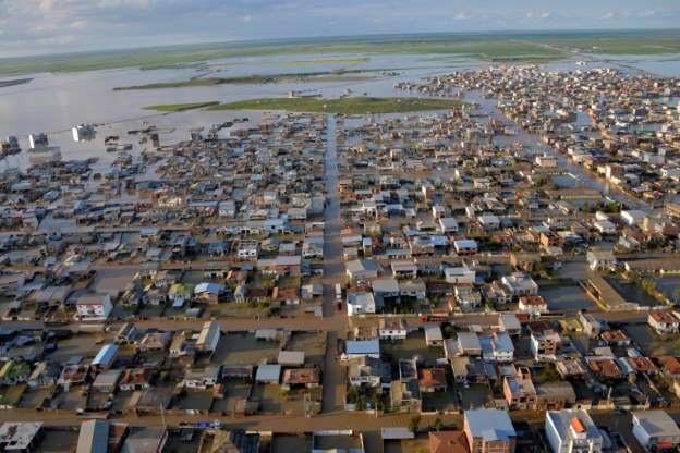 At least 19 dead in unprecedented Iran floods