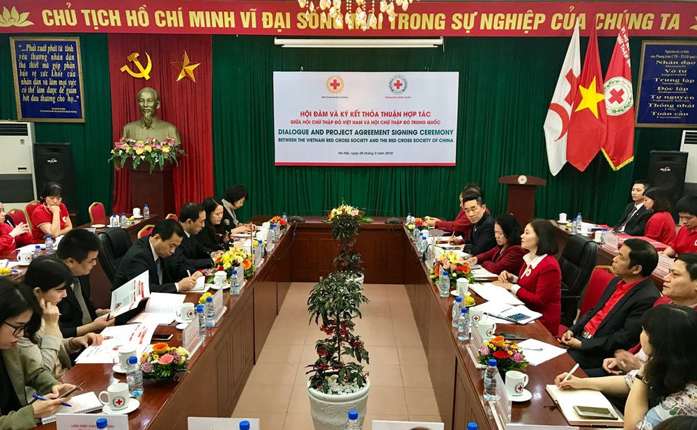 Việt Nam and China continue work on humanitarian activities