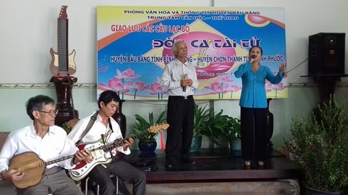 Art workshop features tài tử music of the South