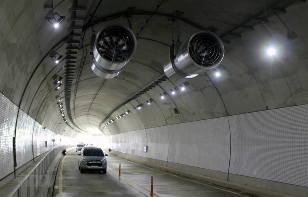 Cù Mông Tunnel to start collecting tolls next week