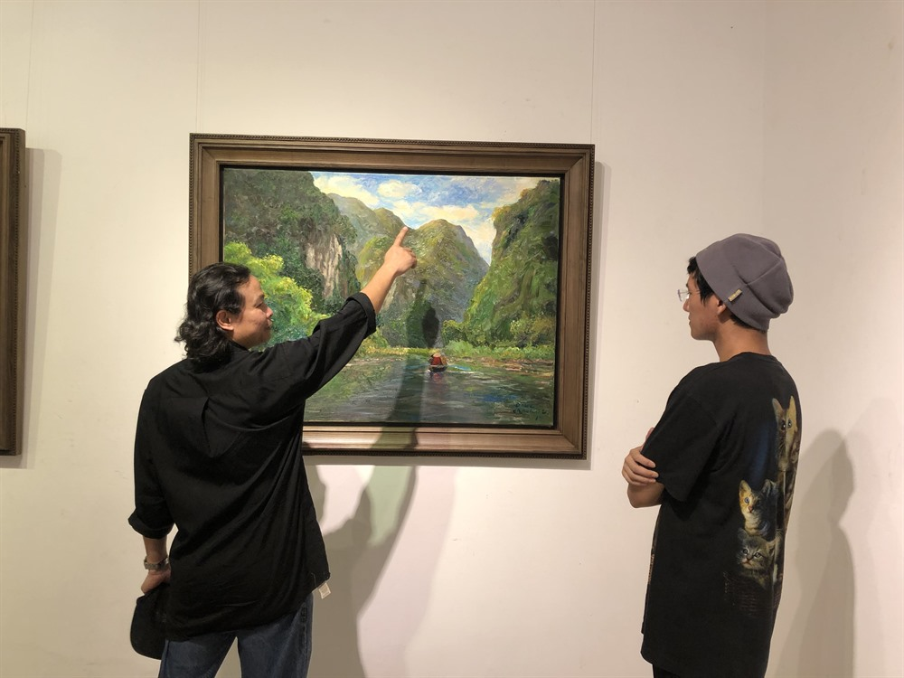 Thai artist sees light in shadows