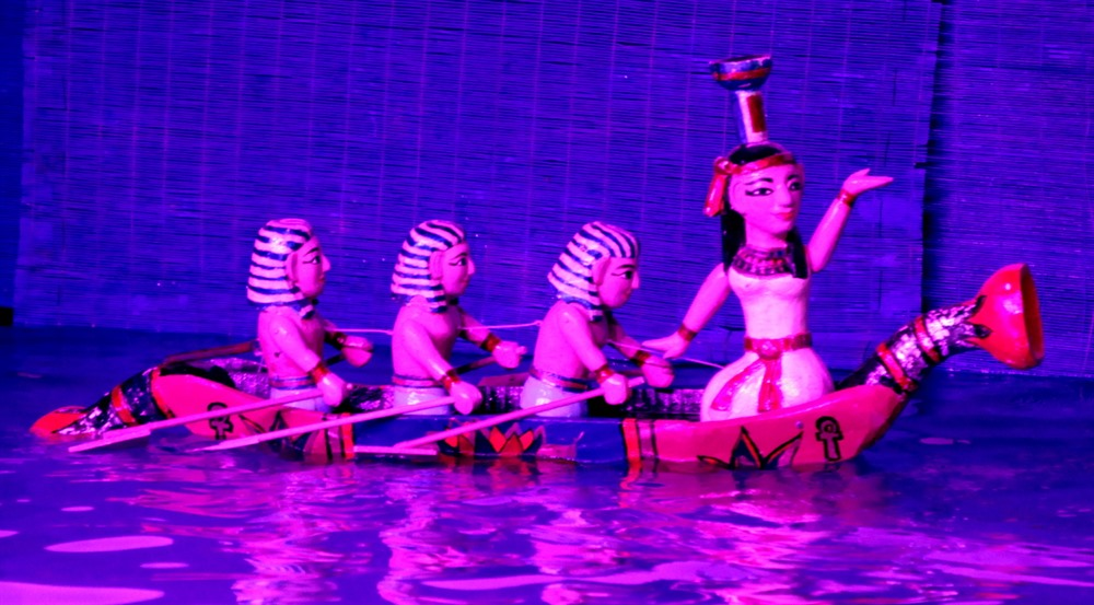 Egyptian artists perform Vietnamese water puppetry