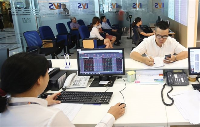 VN stocks inch up amid market caution