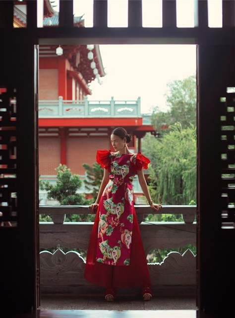 Talented female designer offers áo dài designs