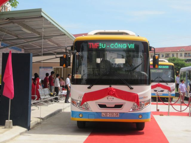 Bus service links Đà Nẵngs centre with IZs