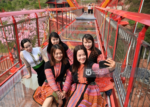 Countrys first glass bridge opens tomorrow