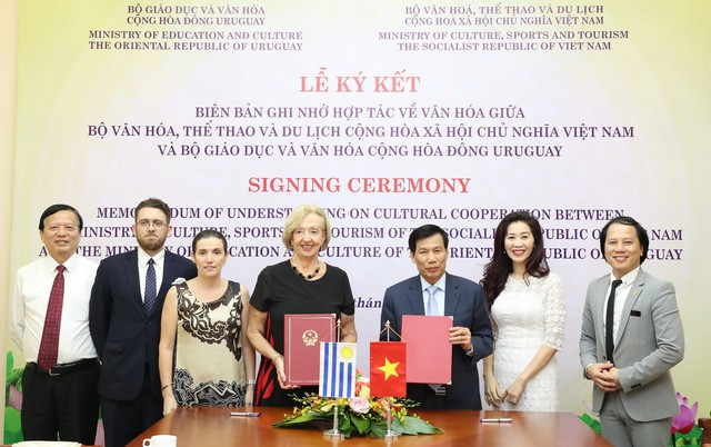 Uruguay Việt Nam to boost co-operation in culture and education