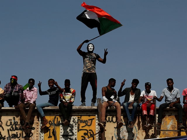 Sudan military chiefs resign as deal struck with protestors