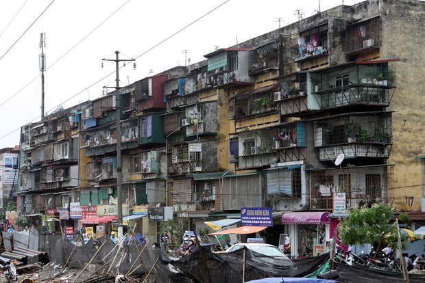 HCM City to tear down 15 old apartment building