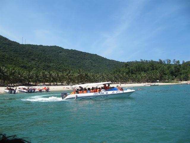 Chàm Islands officials resist plan to send tourist boats from Đà Nẵng