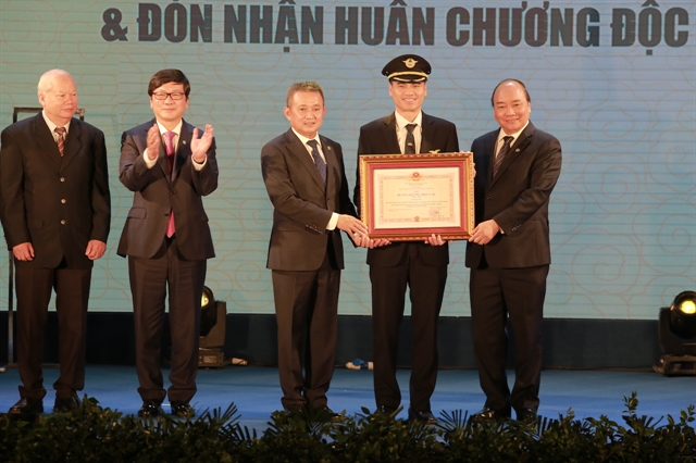 PM hopes Vietnam Airlines to become 5-star airline soon