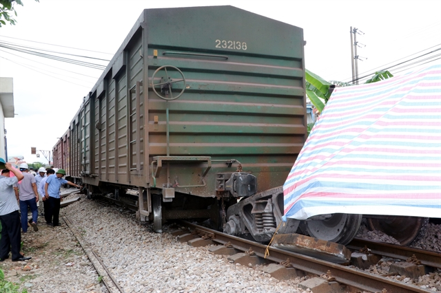 Train derails in Nam Định paralyses North-South route