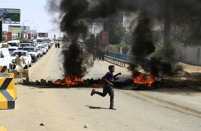 Sudan army rulers protesters agree on 3-year transition period