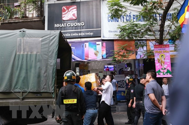 Hà Nội major mobile phone outlet owner arrested for smuggling