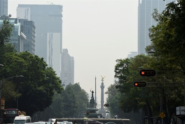 Mexico pollution alert extended as smog stagnates