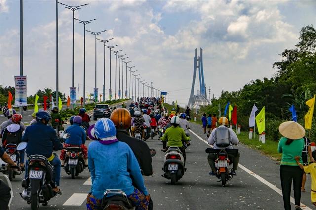 Vàm Cống Bridge launched across Mekong tributary in Cần Thơ