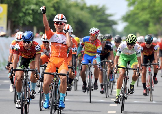 Bình wins first stage of Return to Countryside
