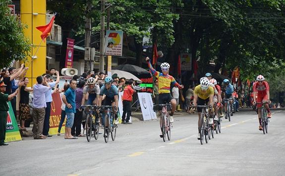 Thái wins second stage of Điện Biên cycling event