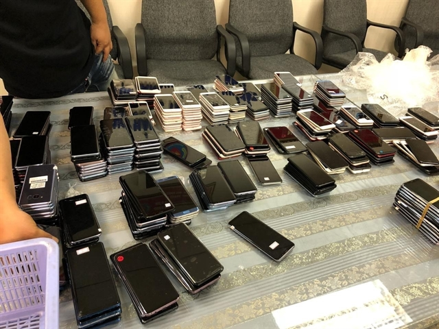 Man arrested at airport for illegalshipment ofmobile phones