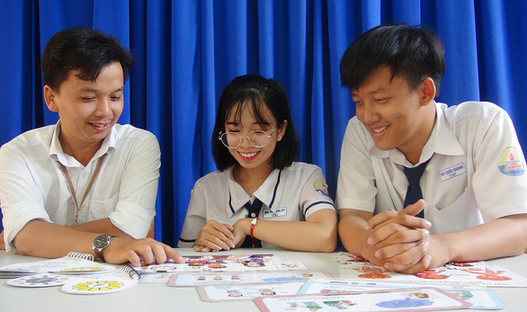11th graders design games to protect children