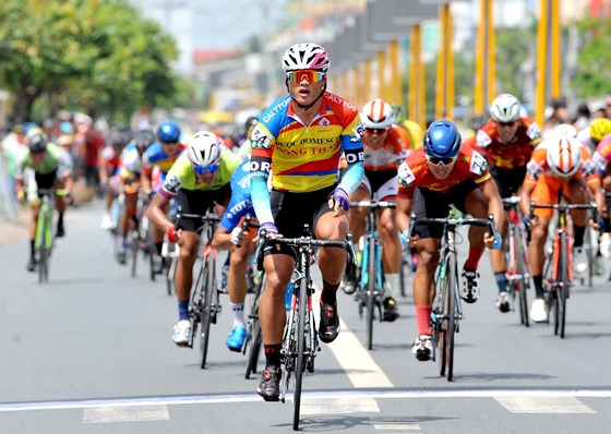 Kiệt takes stage five of Return to the Countryside cycling race